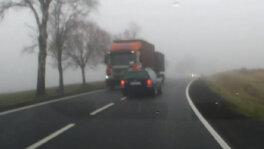 Mgła i tir z naprzeciwka