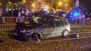 Samochód na torowisku, dwie osoby ranne