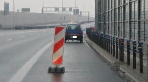 Fiat drugi tydzień stoi na S2. Policja: robimy wszystko, by zniknął