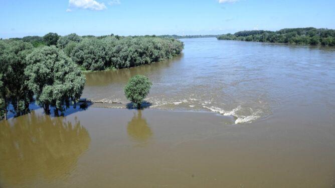 Wysoki poziom wody w rzekach. Przekroczone stany alarmowe i ostrzegawcze