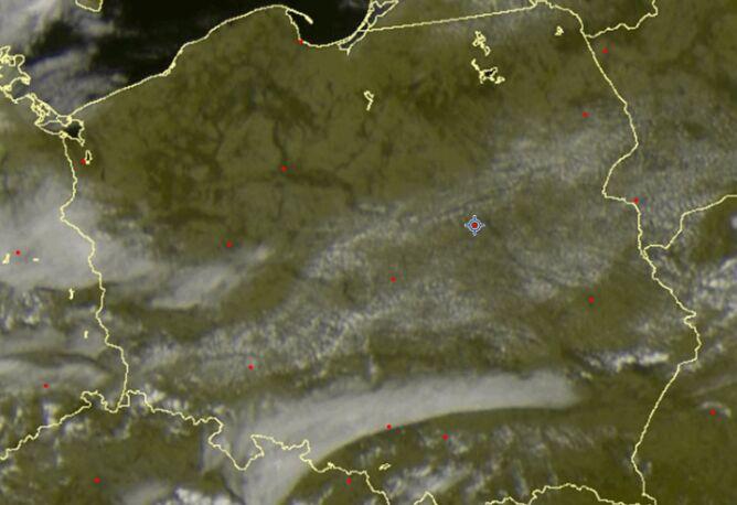 Zdjęcie satelitarne z godziny 10.20 UTC prezentujące chmurę stratus